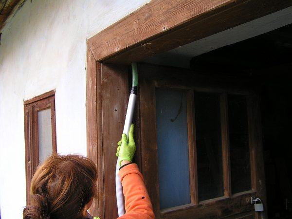 vysávanie dverí