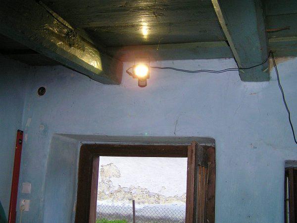LED lampa nad dverami