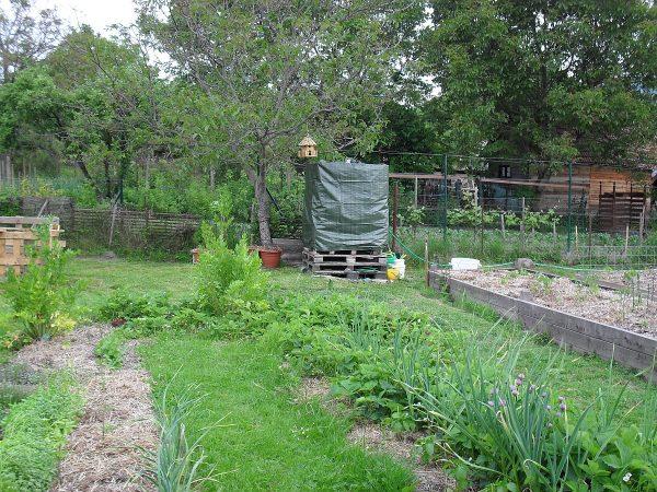 zelená zakrývacia plachta na nádrži